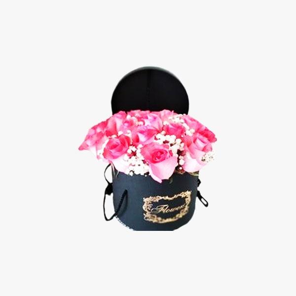 Elegante caja compuesta por rosas rosadas