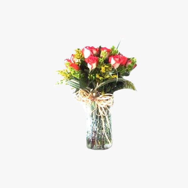 Arreglo de 1 docena y media de rosas en jarrón