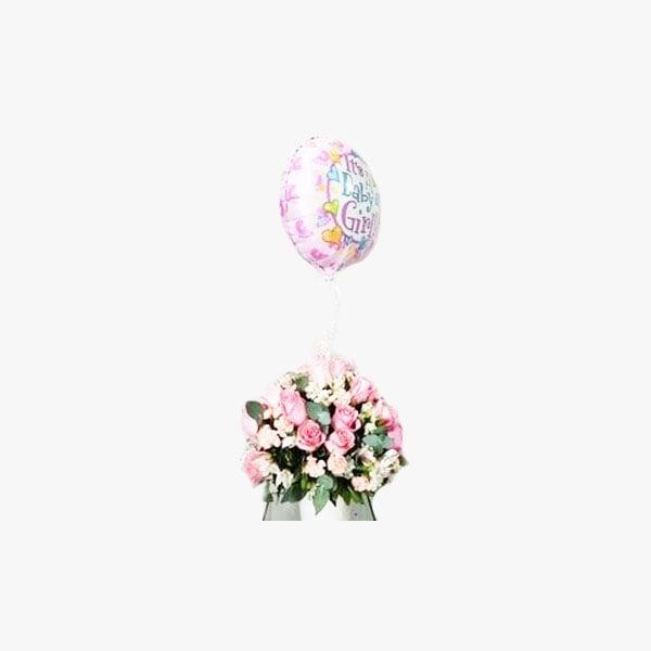 Arreglo compuesto de rosas y alstromelias en vidrio con globo