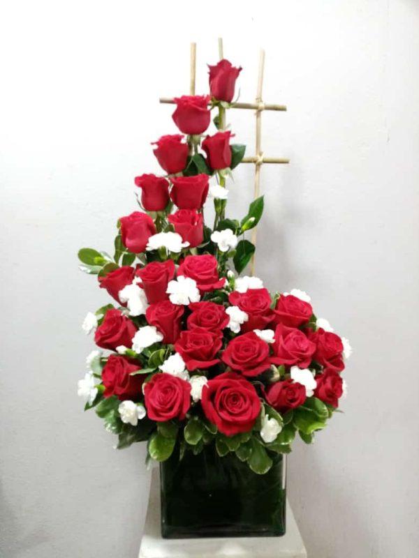 Arreglo de 24 Rosas Rojas en Base Especial
