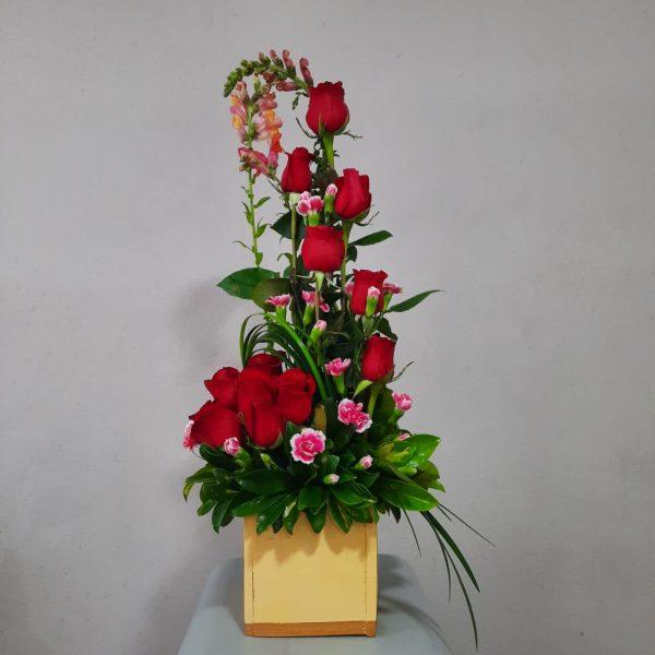 Arreglo de 14 Flores Base de Madera