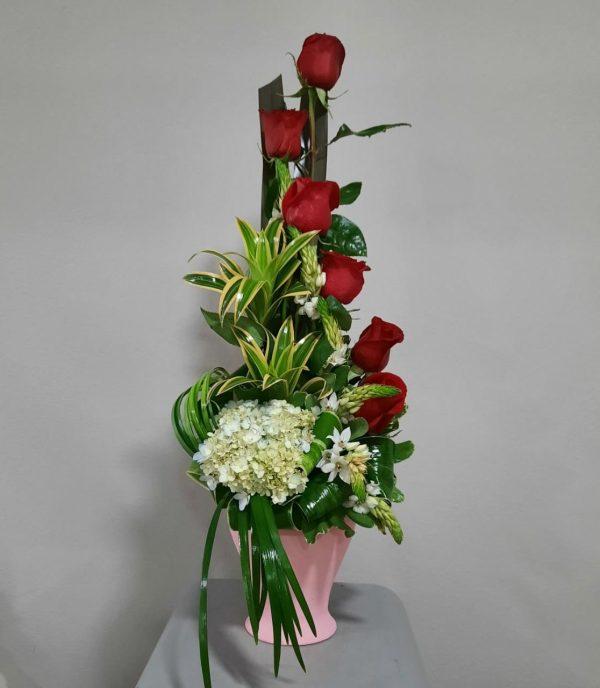 Arreglo de 6 Rosas Rojas en Base Rústica