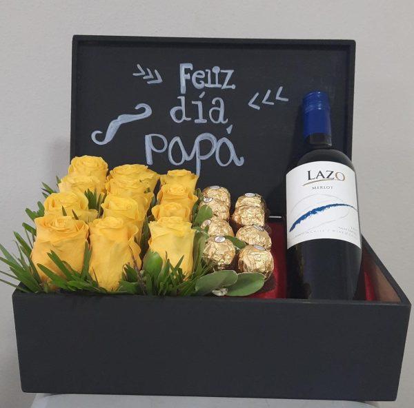 Arreglo de 12 Rosas Amarillas con Chocolates y Vino en Caja