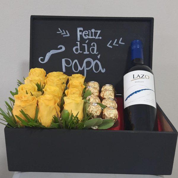 Arreglo de 12 rosas amarillas con chocolates y vino