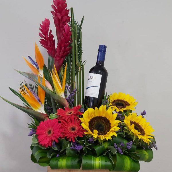 Arreglo de Girasoles con Vino