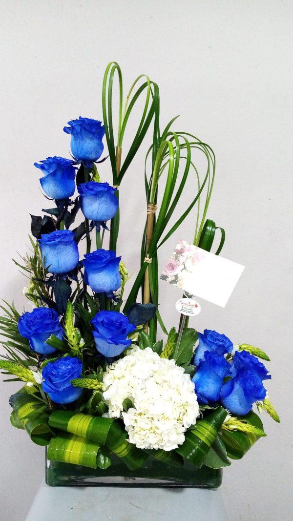 Arreglo de 12 Rosas Azules en Base Especial